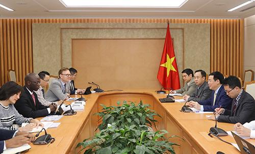Cuộc làm việc giữa Phó thủ tướng Vương Đình Huệ và Giám đốc WB tại Việt Nam về giải pháp cải cách tiền lương, bảo hiểm xã hội ngày 5/4. Ảnh: VGP