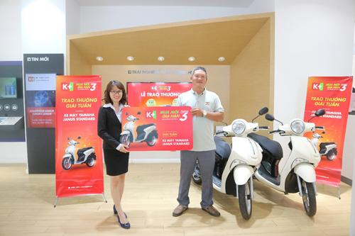 Anh Nguyễn Đình Toàn (Khánh Hòa) là một trong hai chủ thuê bao may mắn trúng giải tuần cuối cùng