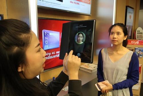 Thái Lan yêu cầu người mua SIM phải chụp ảnhhoặc dùng vân tay. Ảnh: The Nation
