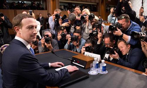 Ông chủ Facebook thừa nhận lưu trữ mọi click từ người dùng