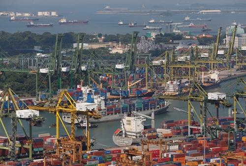 Một cảng biển ở Singapore. Ảnh: Reuters