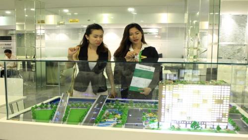 Nhân viên chủ đầu tư Vietcomreal tư vấn căn hộ gói tài chính hỗ trợ khách hàng  Liên hệ để được tư vấn hỗ trợ tài chính khi mua nhà: Hotline 093.86.000.68  Đơn vị phát triển dự án: Vietcomreal  Đơn vị phân phối chính:Danh Khôi Á Châu, TP Invest