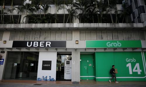 Văn phòng của Uber và Grab tại Singapore. Ảnh: Reuters.