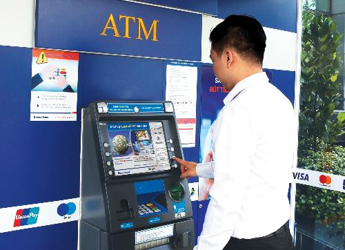 Thông tin về dịch vụ nhận kiều hối tại ATM: qua hotline 1900555588 hoặc tại đây.