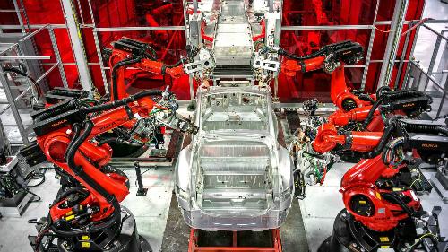 Một góc nhà máy Tesla tạiFremont, California. Ảnh: Los Angles Times