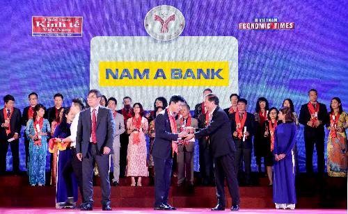 Ông Nguyễn Hữu Thắng -Phó Giám đốc Chi nhánhHà Nội -đại diện Nam A Bank nhận giải thưởng ý nghĩa này.
