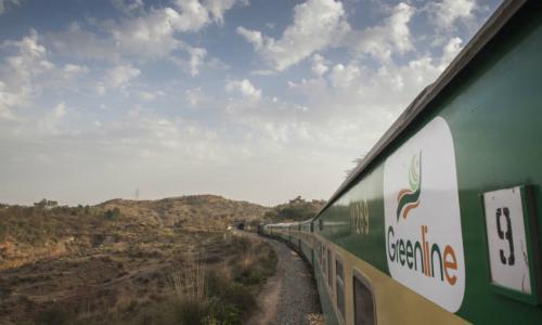 Tàu Greenline chạy từ Islamabad tới Karachi (Pakistan). Ảnh: Bloomberg.