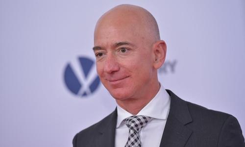 Ông chủ Amazon - Jeff Bezos hiện là người giàu nhất thế giới. Ảnh: Forbes