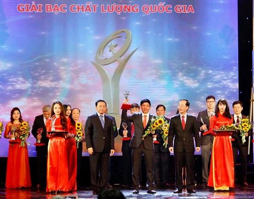 Đại diện doanh nghiệp tại lễ trao giải.