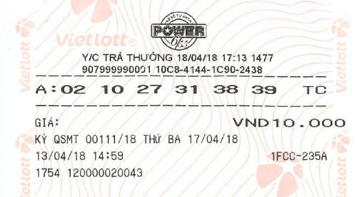 Tấm vé trúng thưởng mà nữ khách hàng Lâm Đồng mang đến để nhận thưởng.