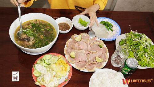 Hành Trình Ẩm Thực Việt Nam- MIỀN TRUNG MÙA HẠ (xin bài edit) - 1