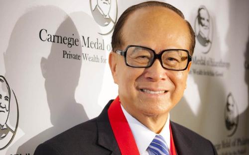 Tỷ phú Lý Gia Thành là nhà đầu tư, nhà từ thiện và là người truyền cảm hứng cho triết lý kinh doanh của Vietnamobile.