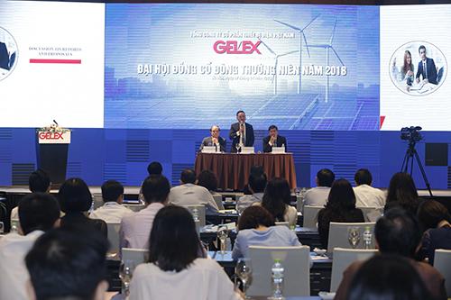 Ban lãnh đạo Gelex trả lời cổ đông tại cuộc họp Đại hội cổ đông thường niên 2018.