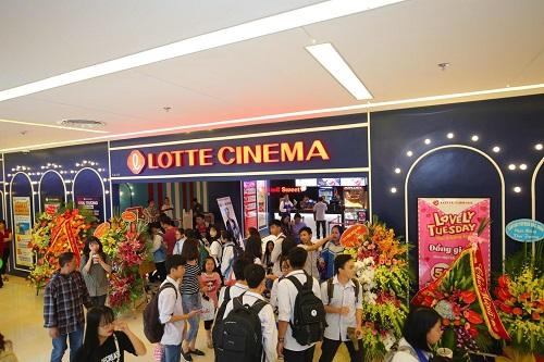 Cả ba trung tâm thương mại mới đều có hệ thống rạp chiếu phim hiện đại.