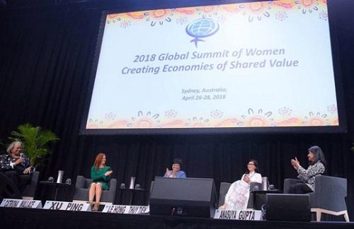 Bà Lê Hồng Thủy Tiên (thứ hai từ phải qua) tham gia thảo luận cùng các nữ lãnh đạo doanh nghiệp từ Mỹ, Ấn Độ, Trung Quốc và Australia.