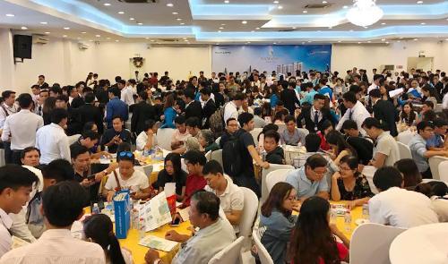 Sự kiện mở bán căn hộ dự án Samsora Riverside thu hút nhiều khách hàng tham dự.