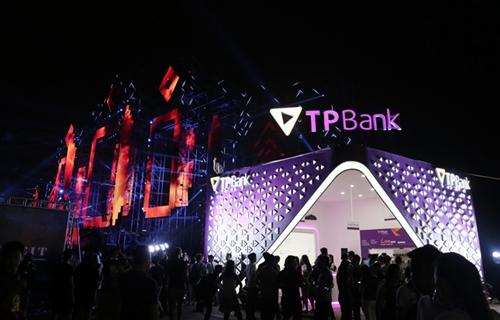 Không gian ngân hàng số của TPBank tại đêm nhạc Nex Music Festival thu hút đông đảo khách hàng trải nghiệm và mở tài khoản.