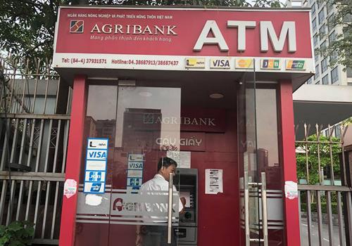 Một ATM của Agribank tại đường Tôn Thất Thuyết, Hà Nội. Ảnh: TL.