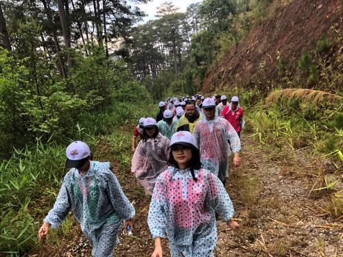 Leo núi dưới trời mưa phùn là trải nghiệm khó quên trong hành trình caravan xây dựng văn hóa doanh nghiệp của C.T Group.