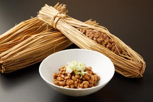Natto là một món ăn được chế biến từ đậu nành, có chứa enzymNattokinase giúp phòng ngừa đột quỵ.