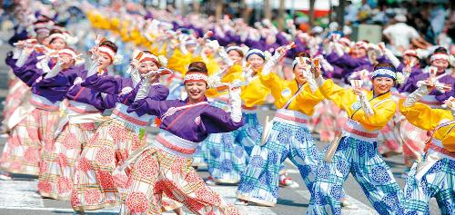 Ngất ngây với điệu múa Yosakoi hay Đêm nay mời bạn đến.