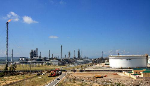 Nhà máy Lọc dầu Dung Quất được vận hành, quản lý bởi Công ty TNHH Lọc hóa dầu Bình Sơn.