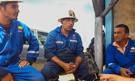 Công nhân dầu mỏ làm việc cho nhà máycủa CNPC ở Venezuela. Ảnh: CNN