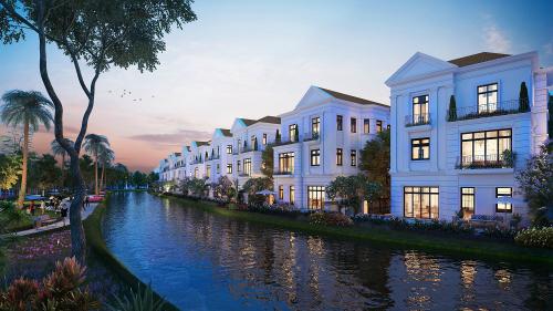 Dự án có hơn 18km kênh đào chạy quanh các biệt thự.