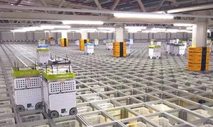 Nhà kho hầu như toàn robot của hãng tạp hóa online tại Anh