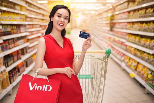 Thẻ liên kết ViniD MB Visa 2 trong 1 vừa có tính năng tích điểm, tiêu điểm vừa có thể dùng để thực hiện các giao dịch chi tiêu tín dụng, thanh toán qua quầy, internet, ATM, POS& trong nước và quốc tế.