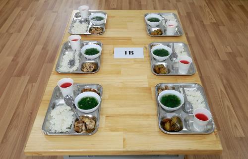 Suất ăn trưa đầy đủ dưỡng chất dành cho học sinh trường Tiểu học FPT do PSA cung cấp.