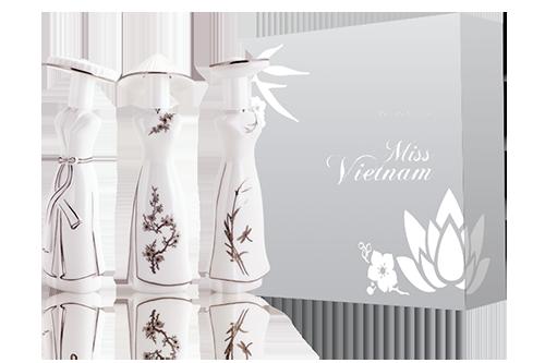 Đại diện Shop VnExpress - đơn vị phân phối trực tuyến độc quyền của Miss Saigon cho biết,- Mỗi ngày có hàng chục cuộc gọi điện hỏi về thông tin KM, và hỏi địa chỉ cửa hàng để có thể thử mùi và sau đó đặt hàng trên Shop VnE để nhận được ưu đãi => KH rất quan tâm về ưu đãi độc quyền của Miss SG trong ngày mở bán tại Shop VnE  - Số lượng ưu đãi chỉ dành cho 200 đơn hàng đầu tiên và chỉ trong thời gian ngắn Shop VnE đã nhận được rất nhiều đơn hàng, số lượng ưu đãi còn lại rất ít  - Thậm chí trong 1 đơn hàng có đến 3-4 SP của Miss SG.