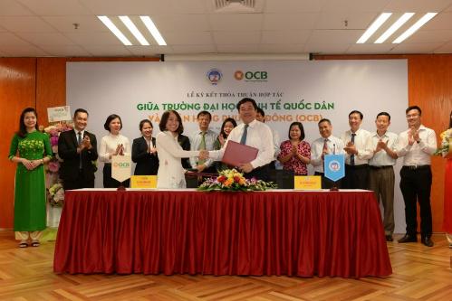 Toàn cảnh sự kiên ký kết giữa ngân hàng OCB và trường Đại học Kinh tế Quốc dân,