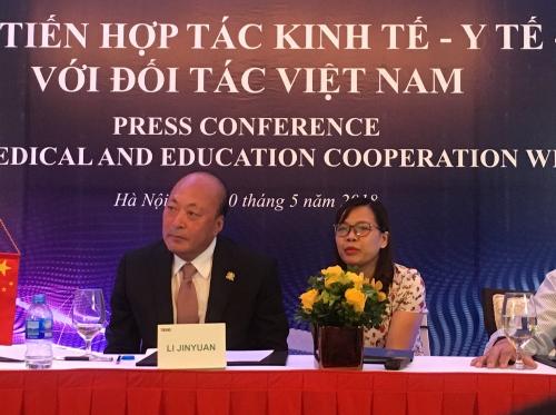 Chủ tịch Lý Kim Nguyên đại diện Tập đoàn TIENS trong cuộc họp báo Xúc tiến hợp tác kinh tế- Y tế- Giáo dục với đối tác Việt Nam.