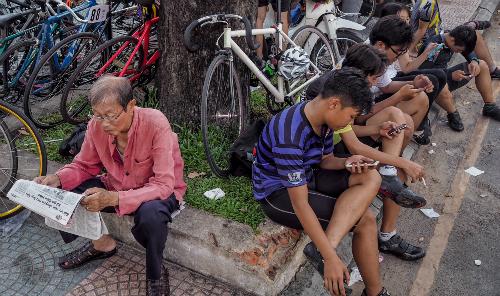 Điện thoại thông minh phổ biến là cơ hội cho Fintech Việt Nam. Ảnh: Thành Nguyễn