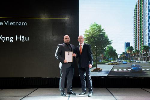 Alinco nhận giải thưởng thiết kế kiến trúc tại lễ vinh danh.