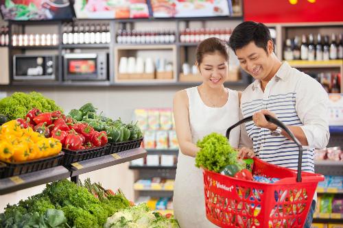 Từ các nông trường, sau khi thu hoạch các loại rau, củ quả sạch... của doanh nghiệp sẽ được phân phối tại hệ thống Vinmart và Vinmart Plus theo chu trình hoàn toàn khép kín.