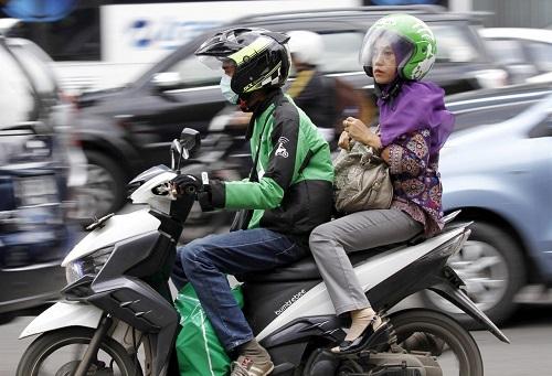 Dịch vụ xe ôm của Go - Jek tại Indonesia. Ảnh:Reuters