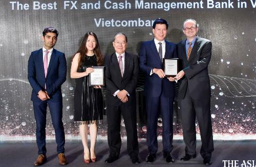 Vietcombank nhận hai giải thưởng từ The Asian Banker.
