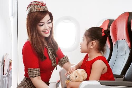 Chương trình Bay lên những ước mơ dành tặng cho hơn 12.000 trẻ em, học sinh tại các trường học, địa phương trên địa bàn Hà Nội và nhiều tỉnh.