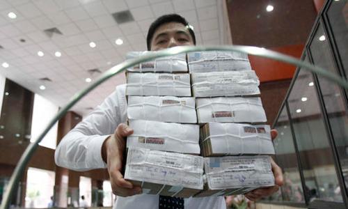 Bộ Tài chính cho rằng nếu nợ công tiếp tục tăng trong những năm vừa qua thì có thể Việt Nam phải đối mặt với những rủi ro về tính bền vững nợ. Ảnh: Anh Quân
