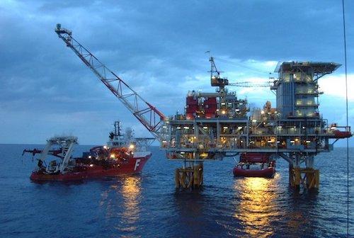 Hoạt động khai thác dầu của PVN.