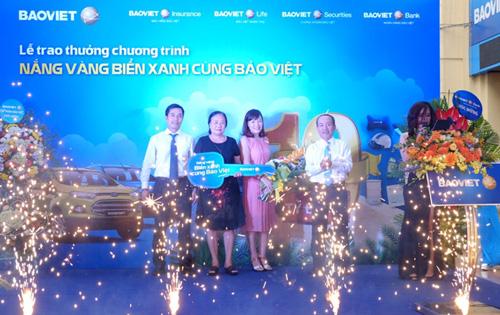 Khách hàng may mắn nhất đã trúng thưởng Chương trình Nắng vàng Biển xanh cùng Bảo Việt 2017