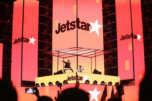 Với lợi thế về chiều dài nhìn tựa như một đường băng thẳng tắp để các chiếc máy bay cất cánh, RMF by Jetstar 2018 được ví như một chuyến bay mà Hãng hàng không Jetstar Pacific Airlines đã đưa các bạn trẻ bay cao và bay xa, với ánh đèn flash sáng rực. Jetstar chiêu đãi khán giả với phần trình diễn đèn led, âm nhạc, pháo sáng, lazer kéo dài 10 phút với sự kết hợp lần đầu tiên của 218 dance crew (Asias Got Talent) và DJ Hiwatts ft Goku.
