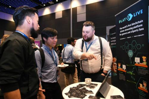 Alexey Burdyko (phải), Giám đốc điều hành và Nhà sáng lập startup Play2Live cho biết sắp tới dự án blockchain này sẽ tiếp tục được niêm yết trên nhiều sàn giao dịch lớn khác.