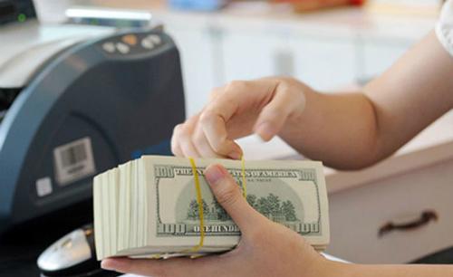 Giá USD tự do và ngân hàng hạ nhiệt. Ảnh: PV.
