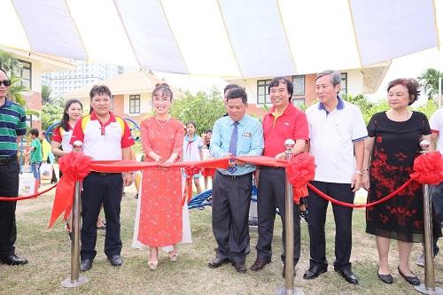 Lãnh đạo Vietjet, HDBank, Sovico và làng trẻ SOS Nha Trang trao tặng khu vui chơi, thể thao ngoài trời dành cho các bé tại làng trẻ Trong chuyến thăm, lãnh đạo Vietjet và HDBank trao tặng khu thể thao ngoài trời nhằm tạo không gian thể thao, nghỉ ngơi cho các bạn đang học tập, sinh sống tại làng.