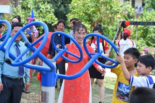 Với những trải nghiệm của mình, bà Nguyễn Thị Phương Thảo cũng nhắn gửi tới các bạn trẻ tại làng SOS Nha Trang rằng: Trong cuộc sống của các con thì những người gần gũi nhất, những người đồng hành với cuộc sống của mình nhiều nhất là những người ở bên cạnh mình, những người mà không phải lúc nào cũng là người sinh ra mình.