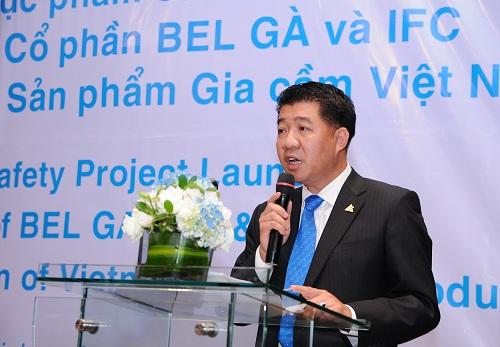 Ông Vũ Mạnh Hùng, chủ tịch HĐQT Hùng Nhơn Group đã đưa công nghệ chăn nuôi gà từ Đức về áp dụng.