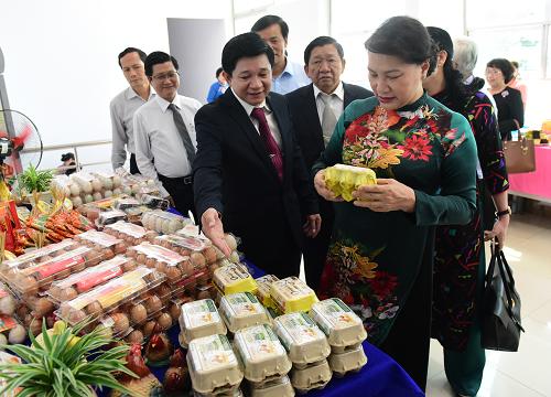 Ngày 27/5, Chủ tịch Quốc Hội Nguyễn Thị Kim Ngân đã đến thăm và làm việc tại Công ty Cổ phần Ba Huân ở huyện Bình Chánh, thành phố Hồ Chí Minh.